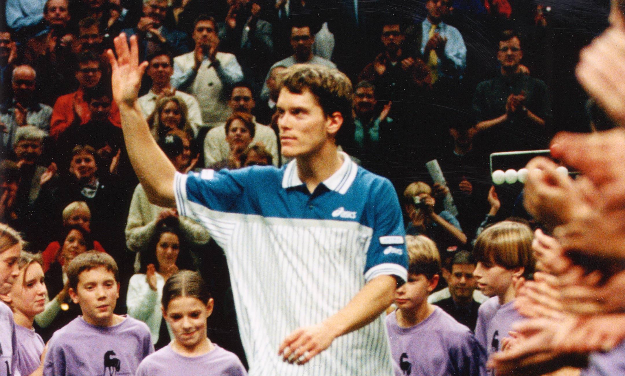 Thomas Enqvist 1996 vinkar till publiken